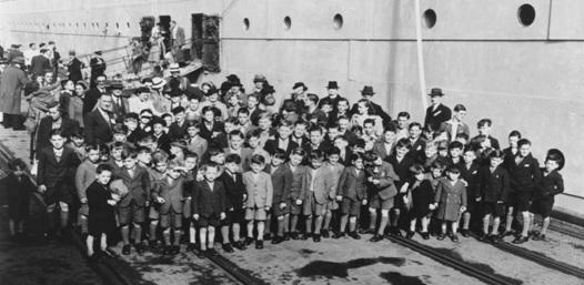 Прибытие корабля с детьми эмигрантами.