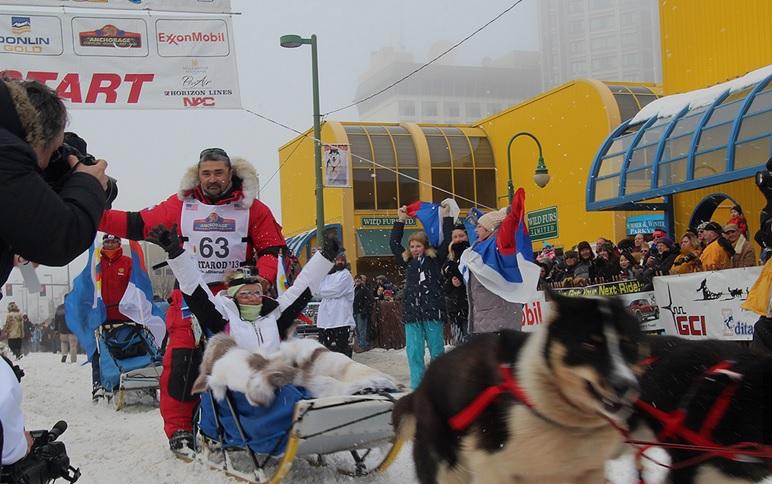 На Аляске стартовали гонки на собачьих упряжках с россиянином.