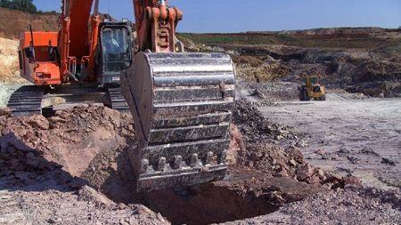 Карьерное оборудование для разработки месторождений глины.